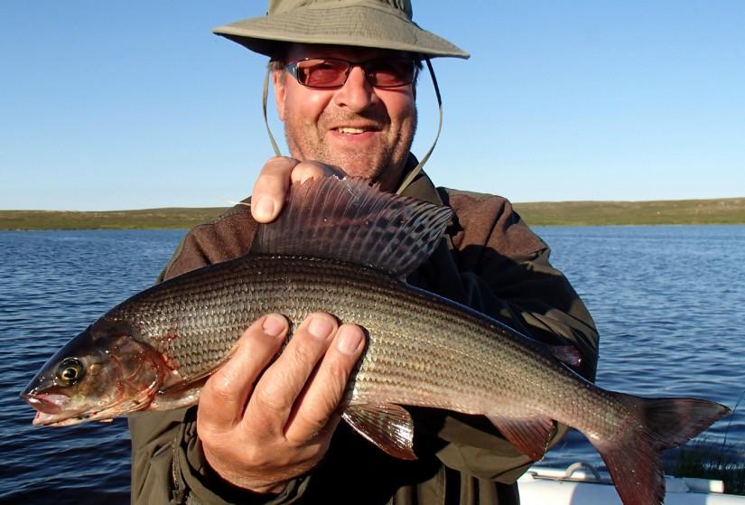 Картинка рыбака с уловом